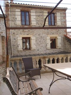 Maison l'Oranger- stone house in  town centre with garage,courtyard, sun terrace