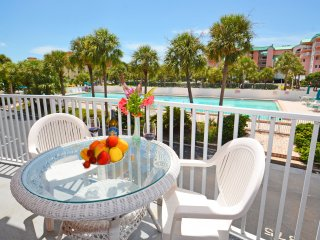 Relax at Intracoastal waterfront Paradise few steps from the beach!
