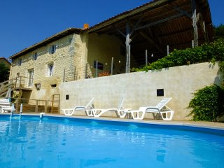 Les Hirondelles, Stunning gite with private pool.