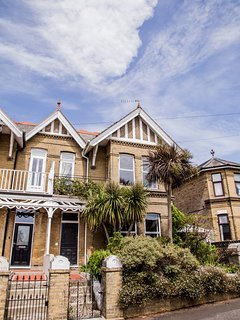 Spacious, Edwardian villa, minutes by foot to Shanklin beach and attractions.