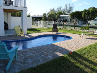 4/3 VILLA~SLEEPS 10! PRIVATE POOL & DOCK ON CANAL~ BEACH~FISH CLEANING STATION