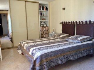 chambre chocolat lit 160 tres confortable