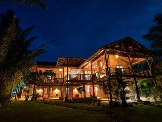 4 BR Luxury Ocean Front House Casa La Choza