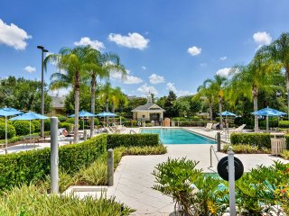Kissimmee Resort Condo - 20 Mins to Theme Parks!