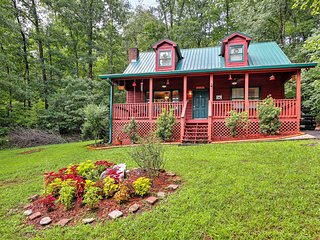 Cozy Hayesville Cabin w/Porch & Private Hot Tub!