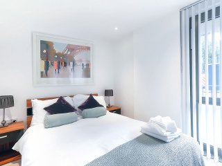 Central London Studio Apartment (Sleeps 4)