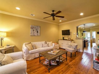 Bright Oxford Townhouse w/ Pool Access & Patio!