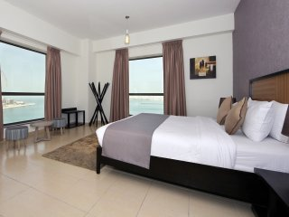 Spacious Sea View Family Living Plus Maid's Room