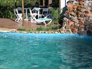 Complejo - espacios comunes: Cascada desemboca en piscina