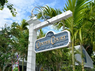 Key West Hideaway - Sleeps up to 10, 4 Q BRs/4 Baths, 2 Shared Heated Pools!