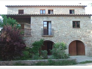 Casa Cal Sastre, foothill of the Pyrenees peaceful retreat in tiny village