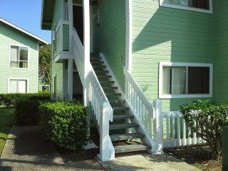 Shirley's Townhouse in Mililani Convenient to Schofield Barracks, Free parking