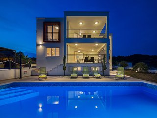Villa Luxury Dvornice is located in the quiet and warm Mediterranean settlement