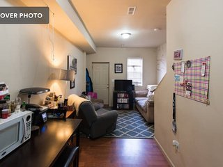 Townhouse Room near Metro & Capital/National Mall