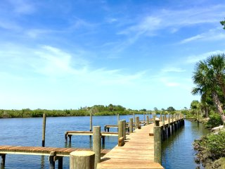 SPRING!! Kate's Places - LUXURY RIVERSIDE VILLA-BOAT DOCK 2b/2b NEW RENOVATION
