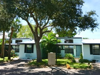 SPRING1 Kate's Places - LUXURY 2B/2B VILLA BY RIVERSIDE W/PRIVATE BOAT DOCK