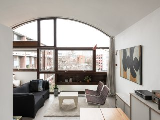 Clerkenwell apartment - central quiet convenient - historic Modernist building