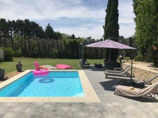 APPARTEMENT & SPA avec piscine et terrasse privee vue sur le parc