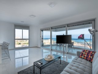 Luxury Apartment with Pool and Sea View NJ