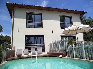 Magnifique villa 5 * piscine et jacuzzi prives sud Ardeche