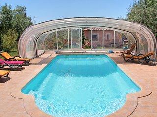 Cébazan Lou Daro villa 1 à 5 personnes dans propriété avec piscine chauffée