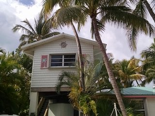 Conch Key TreeTop one BR Cottage with 23' Sailboat
