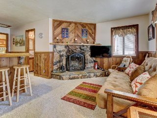 Dog-friendly mountainview cottage with a wood fireplace and gas grill