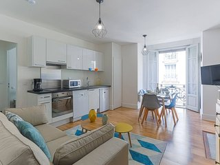 BRIGHT  RENOVATED APT BY BEACH, CITY CENTER  , BUSES