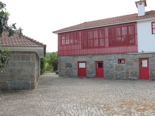 Casa da Bichaca / Gangways of the Paiva River