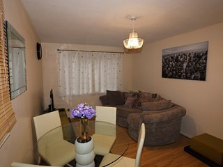 Comfortable 2 Bed Apartment in Thamesmead, London