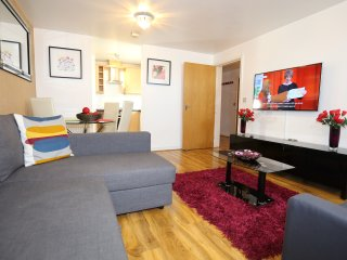 Incredible 2 Bed 2 Bath Apartment in West Thamesmea