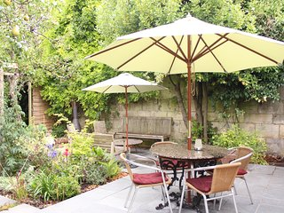 Relax in The Secret Gardens, sleeps 5