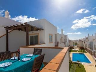 Penthouse apartment, Swimming Pool, Very Close To Beach, Cabanas De Tavira.