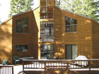 Double Decker: 3Br/3.5Ba with Large Deck and Hot Tub!