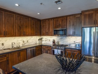 2 Br 3 Ba Luxury Condo - Walk to Lake Tahoe!