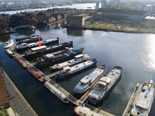 Studio Apt Afloat on 38m Dutch Barge, at Canary Wharf