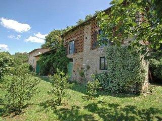 San Lorenzo a Vaccoli Apartment Sleeps 4 with Pool and WiFi - 5241341