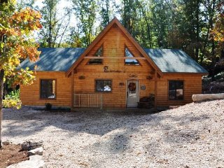 AMAZING 4 BD 4 BTH CABINS,HOT TUB,GRILL,FIREPLACE