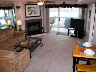 Walk-In-Unit*Main Channel View*2 Bed/2 Bath*Sleeps 8*Close to Pool & Beach