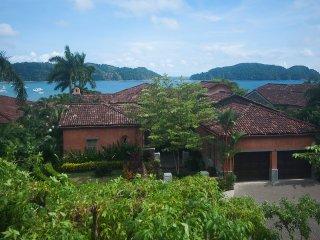 Villa Malibu - Luxurious 4 Bedroom Ocean View Villa