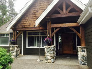 Executive home with huge in ground pool, hot tub and Sauna