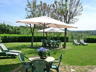 1 bedroom Apartment in San Gimignano, Tuscany, Italy : ref 5241950