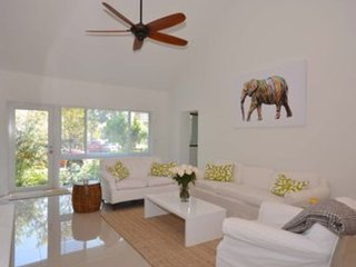 3 Bedroom- 3.5 Bath Walk to the Beach from this Beach House Retreat