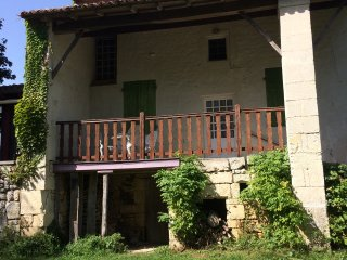 Maison des Roses - charentaise house for rent all year round.