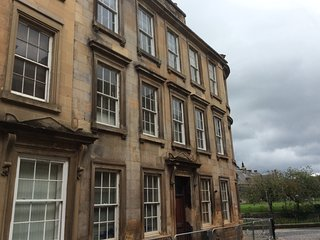 Fantastic 2 bedroom apartment right in middle of Paisley Town centre