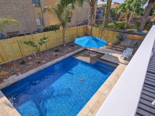 SPI Saturn House-Large 3 bedroom house with heated pool steps from the beach.