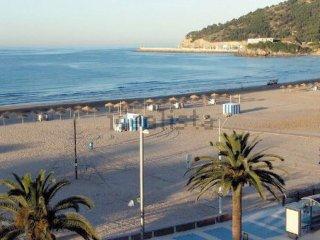 Apart a 50 metros de la playa con terraza, 2 Plazas de parking y aire acondicion