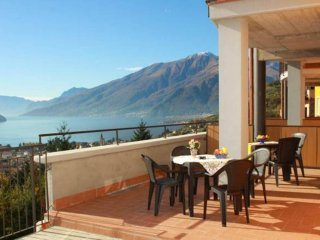 Villa with Swimming Pool and View of Lake Como