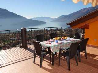 Big Attic Apartment with Amazing View of Lake Como