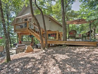 Cozy Pickens Tree House w/Private Patio & Fire Pit